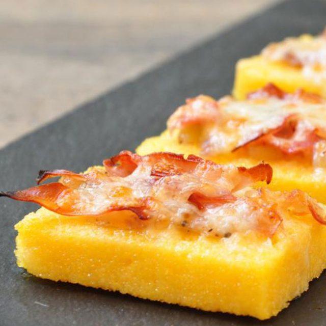 crostini-polenta-raspadura-e-speck-ricetta-caterline